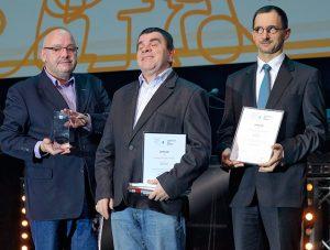 Robert Krzemiński, Roman Roczeń i Sławomir Strugarek po odebraniu nagrody dla aplikacji Seeing Assistant Zobaczyć Morze